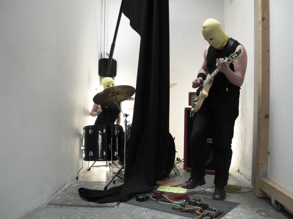 Jonathan Naas | Pulver live performance at Saint-Valentin Art Space, Lausanne.